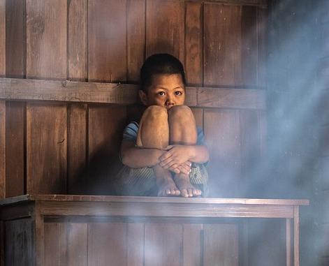 scared boy family divorcing